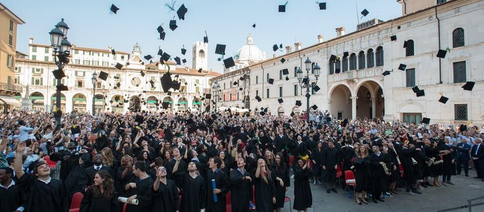 AD MAIORA! Degree ceremony in Piazza